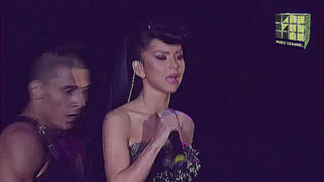 Клип Inna - Sun Is Up & Un Momento (Performed @ RMA 2011)