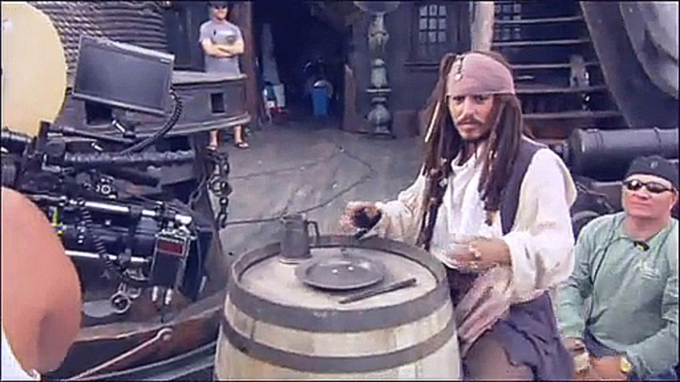 EXCLUSIVE BLU- RAY EXTRAS - Pirates of the Caribbean At World_s End