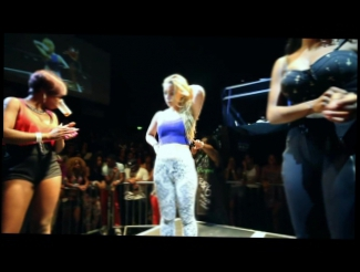 Blonde Girl Surprises Crowd With Miley Cyrus Twerk At Booty Shaking Contest!